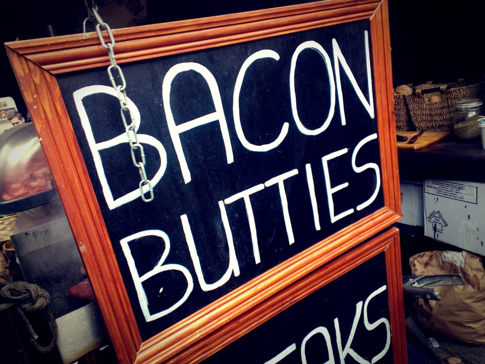 Bacon butties, anyone? Ummm greaseeee.